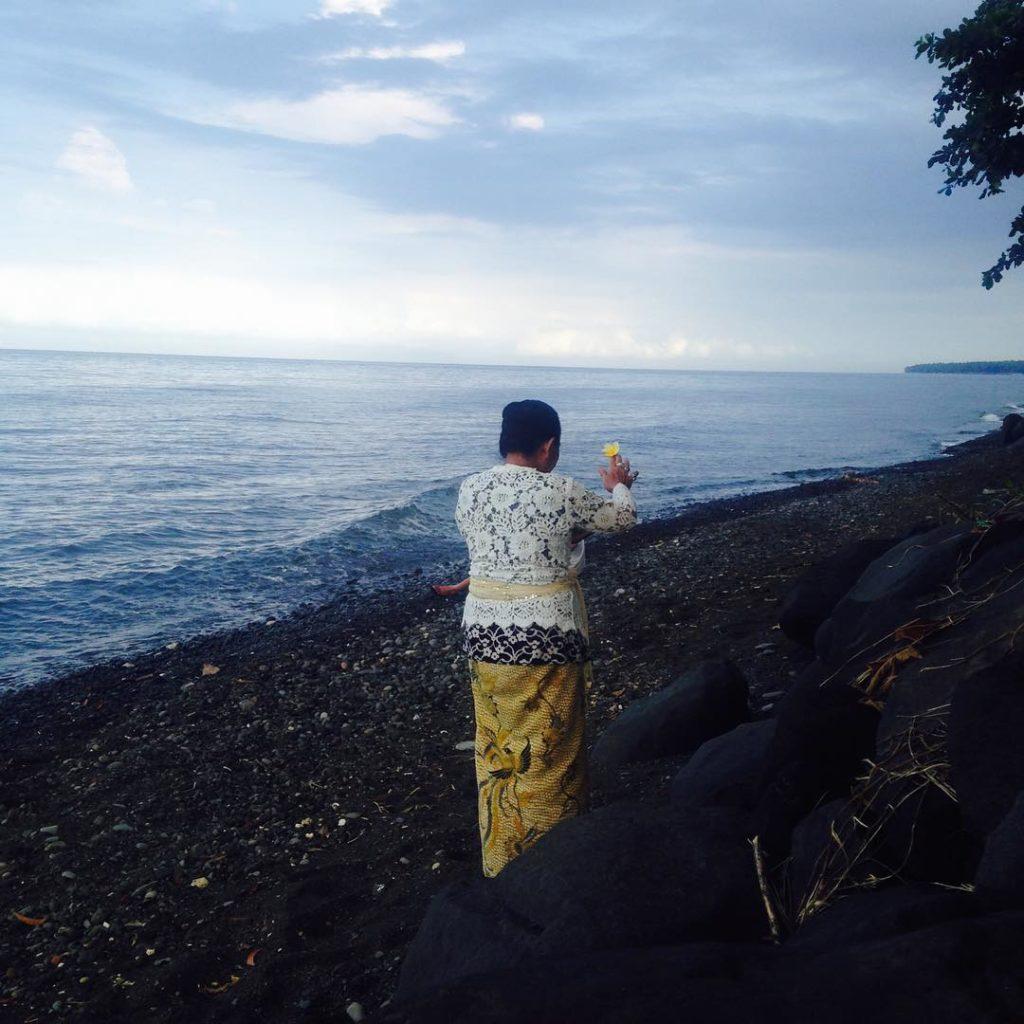 Clearing Ritual mit balinesischer Schamanin